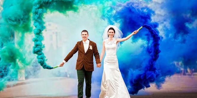 фото с цветным дымом свадебные